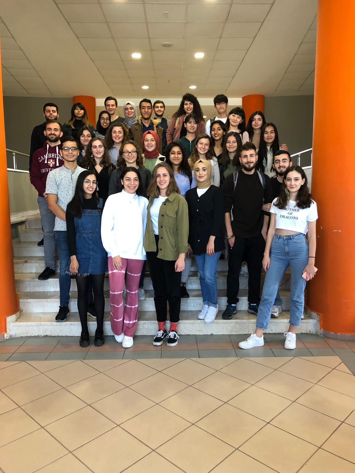 Erasmus Öğrenci Kulübü (ESN) üyeleri ve değişim öğrencileriyle kahvaltı etkinliği